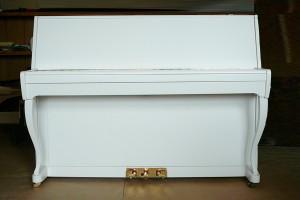 Белое пианино